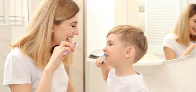 mum-and-kid-brushing-teeth